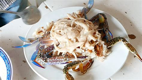 Cambodian Street Food - LIVE BLUE CRABS Kep Cambodia - YouTube