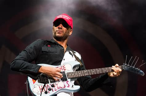 Tom Morello asks fan to fill in on 'Bulls On Parade' after