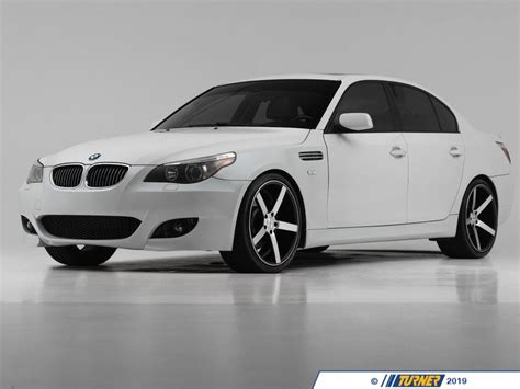 024725ECS01 - BMW E60 M5 Style Fenders with Side Vents