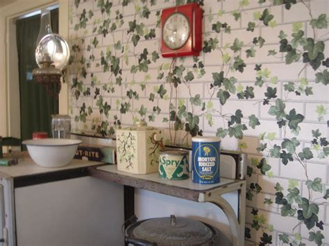 1940s kitchen with ivy wallpaper | I know I've seen that